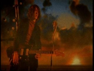 Clip – Arctic Monkeys – Crying Lightning