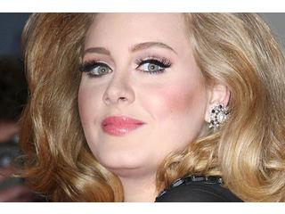 Et un trophée de plus pour Adele!