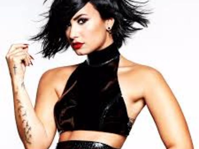"""Demi Lovato, plus dynamique que jamais dans """"Confident"""""""