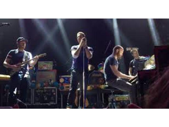 Coldplay et Madonna rendent hommage aux victimes de Paris