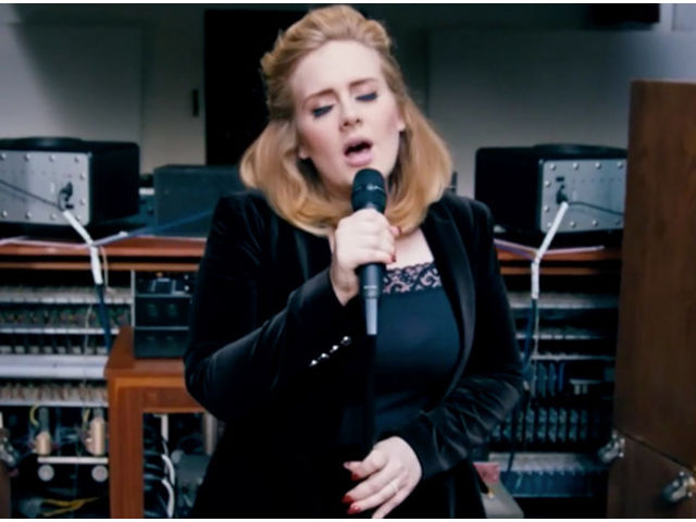 "Adele en remet une couche avec ""When We Were Young"""